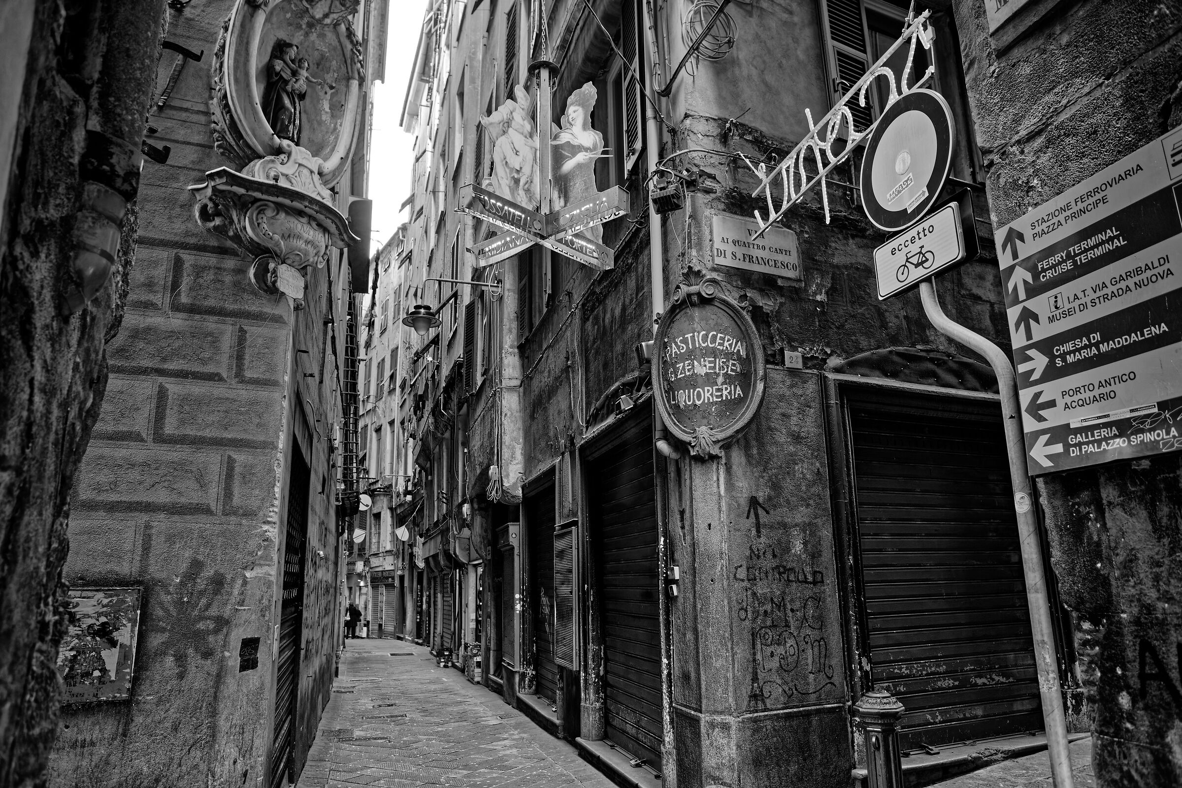 4 Canti di San Francesco (centro storico di Genova)...