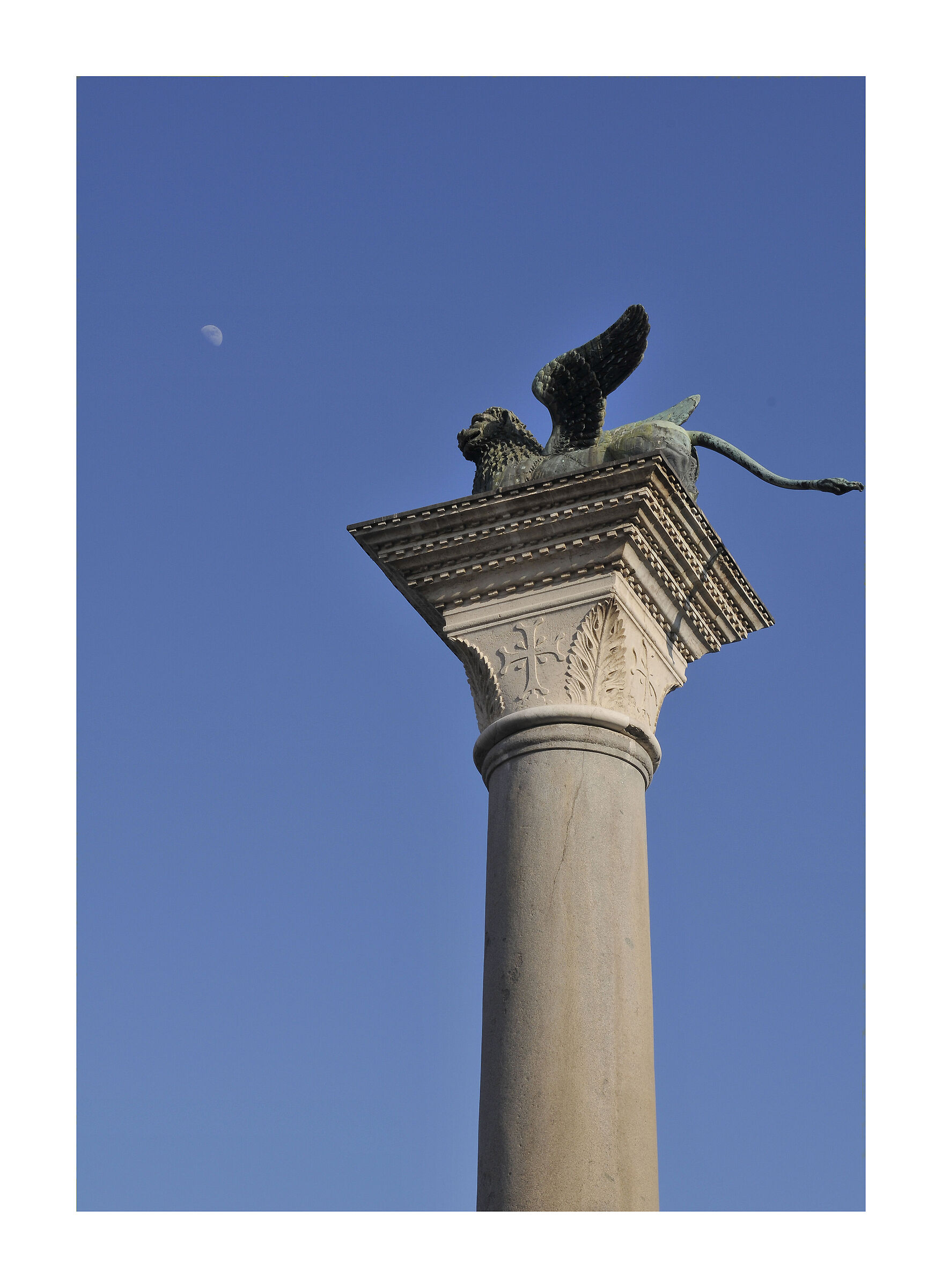 VENICE: the lion and the moon...