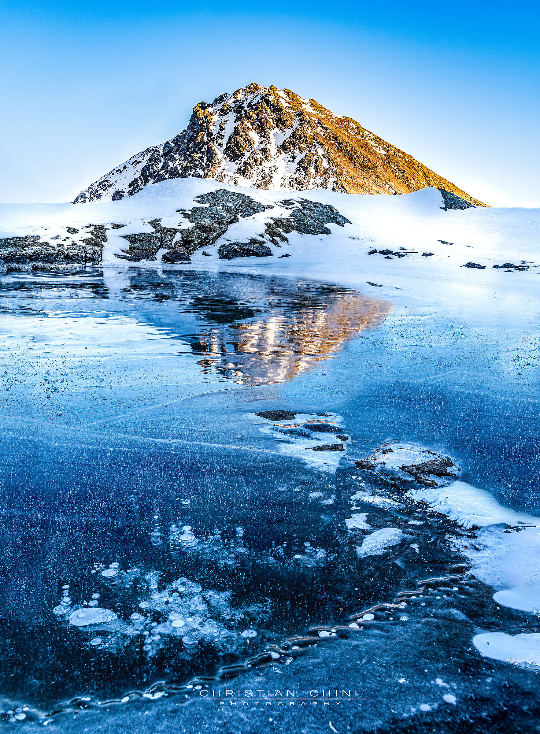 Mountains and bubbles in the ice...