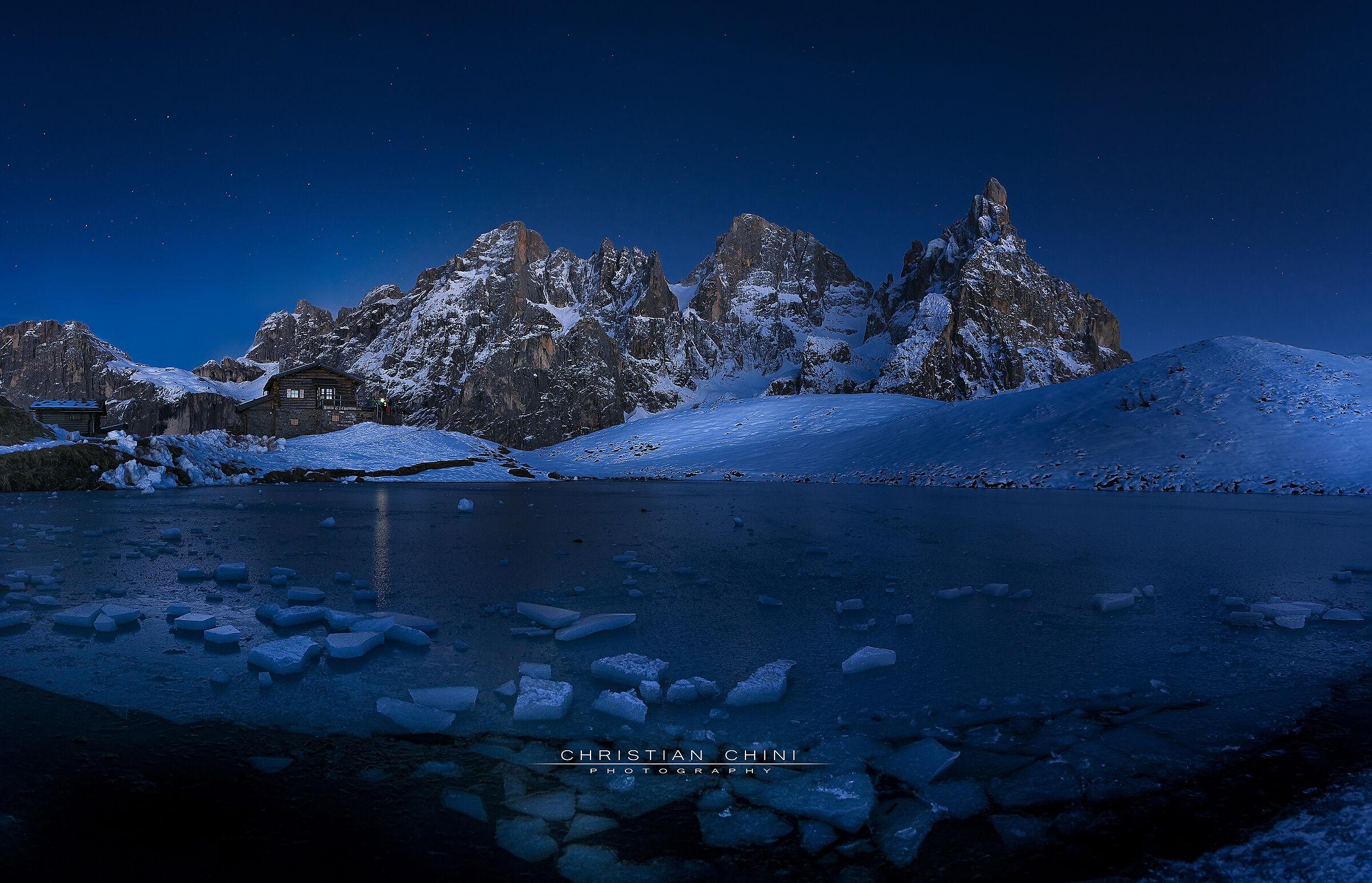 Blue hour at Baita Segantini...