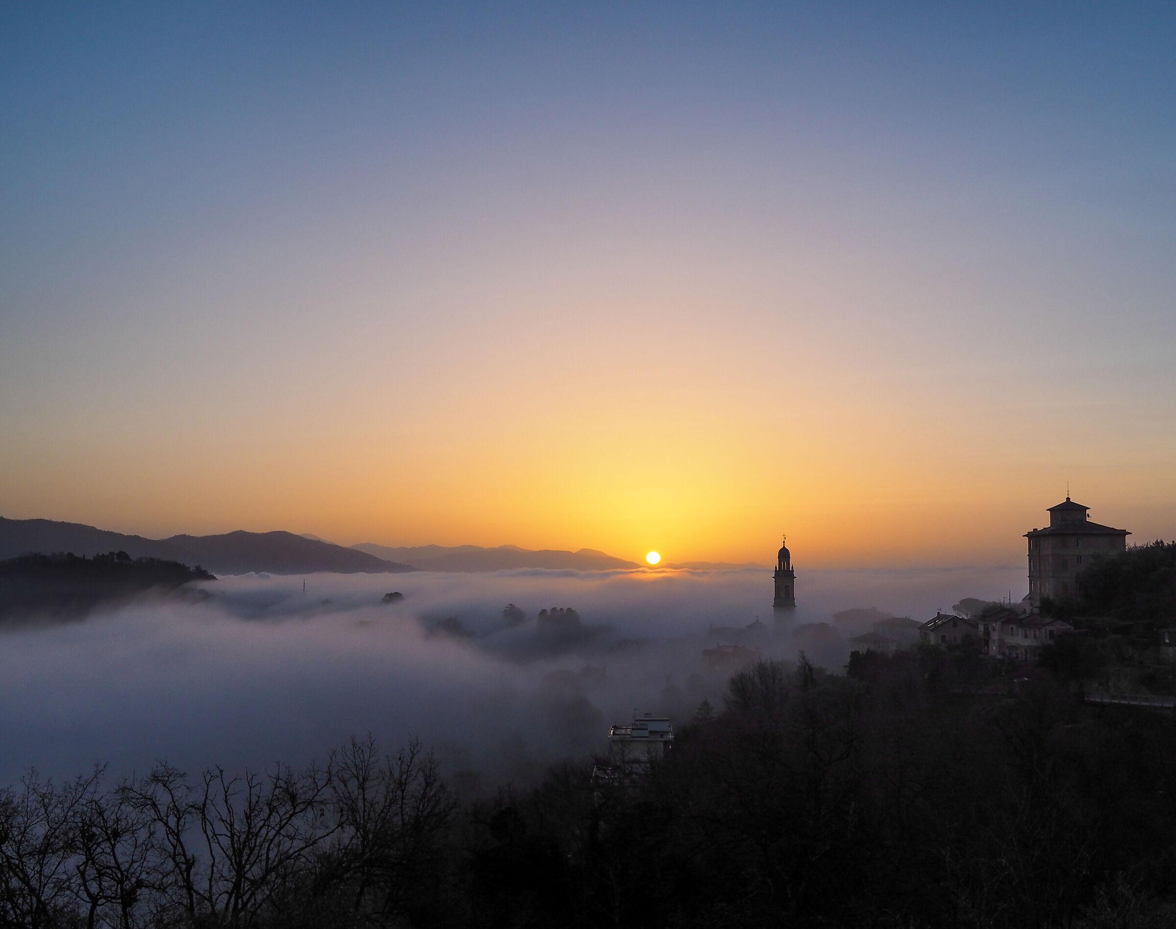 Sunrise in San Lorenzo (the days of caligo)...