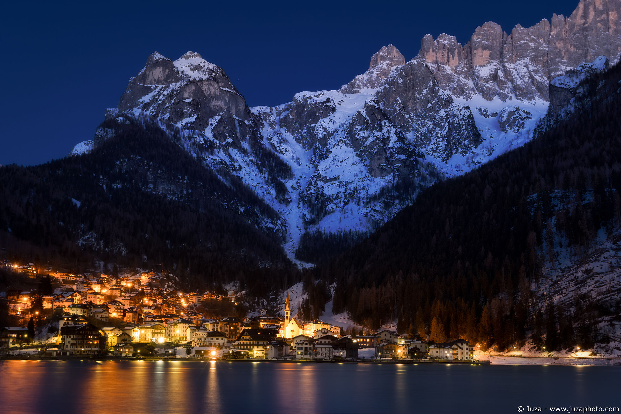 Blue hour at Alleghe...