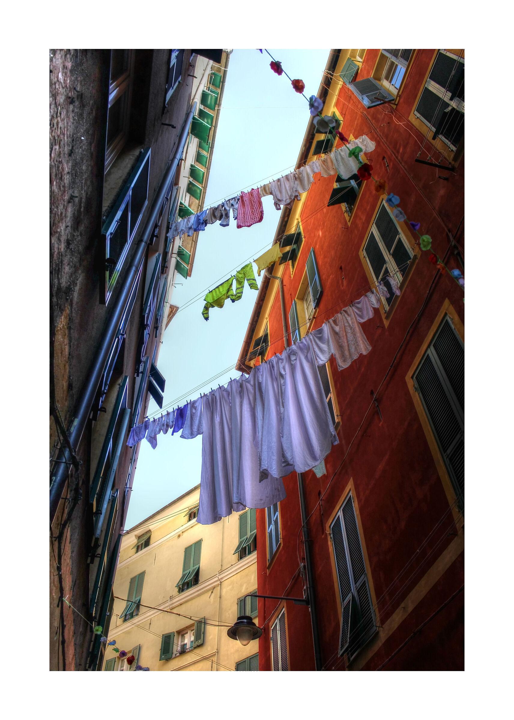 Cloths laid out at Porta di Sant'Andrea...
