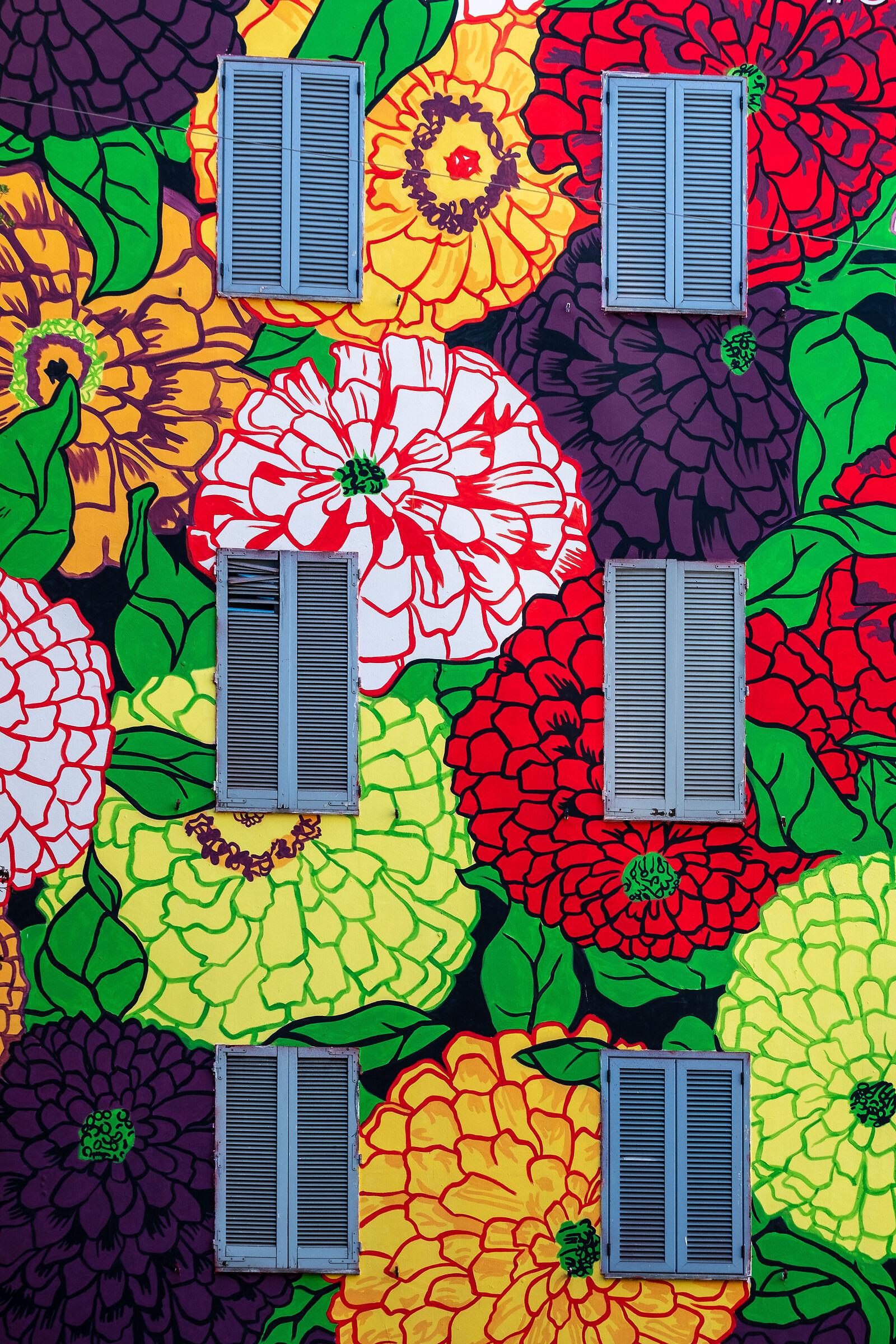 Gucci murals...