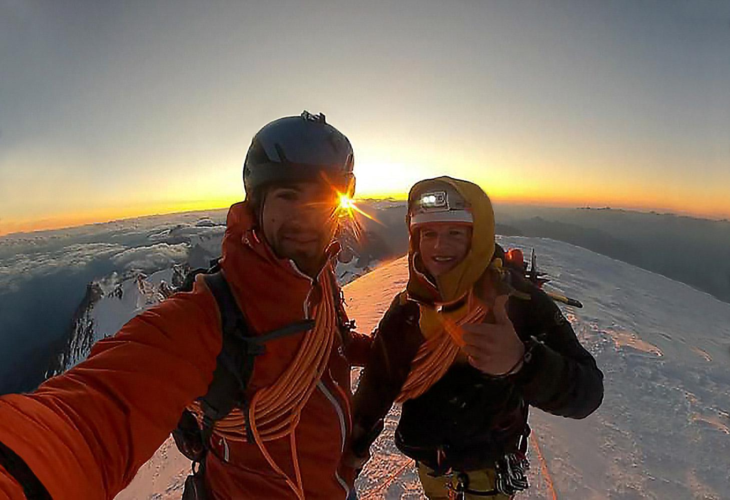 Aspettare l'alba sulla vetta del M. Bianco a 4810 m...